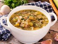 Рецепта Пилешка супа с бутчета, тиквички, лук, морков, целина, чесън и домат